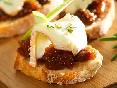 Recette : Tartine de fromage, chutney pomme abricot et romarin - Recette au from...