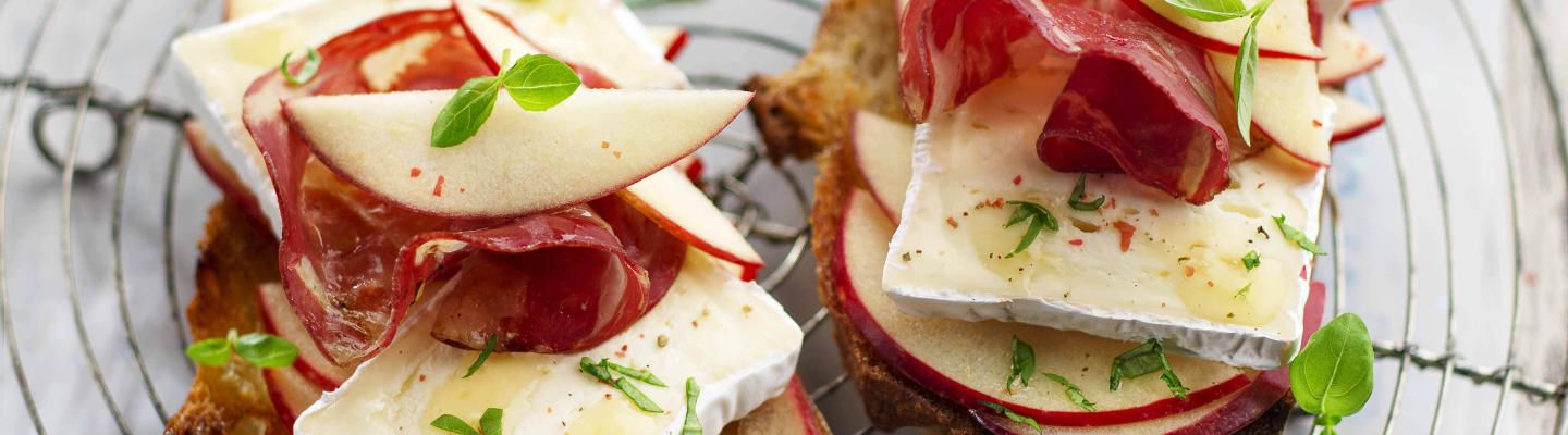 Recette Tartine fromage, pomme et coppa - Recette au fromage