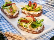 Recette : Toast tomate, courgette et fromage - Recette au fromage